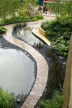 Bradstone Walking Barefoot; RHS Chelsea Flower Show 2006.  Herring Homes Landscape design; part of the Sarah Eberle Landscape Design portfolio