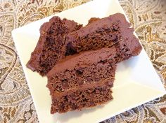 Enjoy the benefits of coconut flour and coconut oil in your baking. No processed sugar in this chocolate-lovers cake, it's sweetened with honey, and gluten-free to boot! Minus honey and chocolate chips! Sugar Free Desserts, Paleo Dessert, Gluten Free Desserts, Healthy Desserts, Just Desserts, Delicious Desserts, Dessert Recipes, Yummy Food, Baking With Coconut Flour