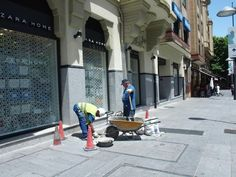 Últimos arreglos en las calles de Pamplona Pamplona, Street View