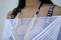 Quem disse que não dá pra combinar acessórios? Aqui combinamos duas peças de peso e o resultado ficou incrível! Porque experimentar é preciso, gente!   #news #novidades #tendencia #trends #style #moda #estilo #fashion #acessorios #acessories #lookdodia #lookoftheday #ootd #bijoux #bijous #bijouterias #colar #colares #necklace