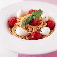 プチトマトとモッツァレッラのパスタ