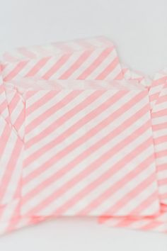 25 Pink Stripe Treat Bags offer a bold and fresh design & they coordinate nicely with many of our other favor bags! Their mid-size makes them perfect for treats, a unique envelope for a card and also lovely gift wrapping. These little cuties are perfect for wedding favors, party bags, candy nuts or popcorn! So many fun uses! - Treat bags - Favor bags at weddings, showers or birthday parties - Scrapbooking - Product packaging - Gift wrapping - Organize small paper scraps, ribbon, stickers…