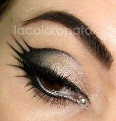 Black and silver makeup my-make-up-hair-obsession- Goth Makeup, Makeup Art, Makeup Tips, Beauty Makeup, Hair Makeup, Alien Makeup, Creative Eyeliner, Dragon Makeup, Make Carnaval