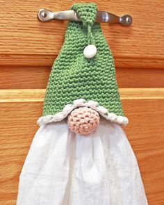 crochet Gnome Towel Topper Kostenlose Häkelanleitung Choosing A Nursery Theme For Your Baby Article Crochet Kitchen, Crochet Home, Crochet Gifts, Free Crochet, Crochet Towel Holders, Crochet Towel Topper, Christmas Tree Hat, Christmas Deco, Christmas Angels