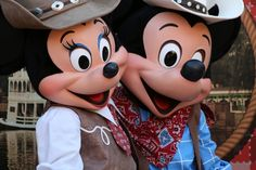 Mickey And Minnie Love, Mickey And Friends, Mickey Minnie Mouse, Mascot Costumes, Adult Costumes, Disney Love, Disney Magic, Disney Parks, Walt Disney