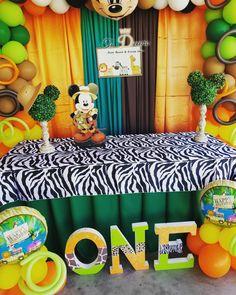 Cumpleaños De Mickie Selva Fiesta Mickey Mouse, Mickey Mouse 1st Birthday, Baby Mickey, Mickey Mouse Party Decorations, Birthday Party Decorations, Safari Party, Safari Theme, Mickey Baby Showers, Jungle Theme Birthday