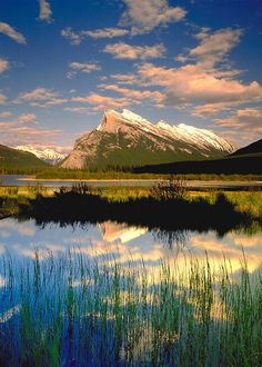 ✮ Darwin Wiggett Mountain scenic with lake in the foreground, Mt Rundle, Vermillion Lake, Banff National Park, Albert - Canada
