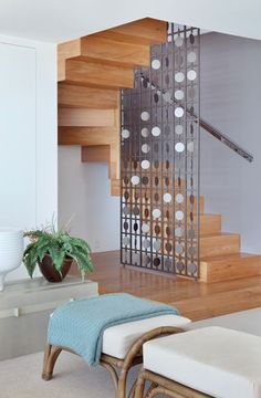 Top 10 Unique Modern Staircase Design Ideas for Your Dream House Stair Railing Design, Home Stairs Design, Staircase Railings, Interior Stairs, Home Interior Design, House Design, Staircase Design Modern, Room Partition Designs, Modern Stairs