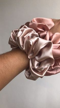Diy Hair Scrunchies, How To Make Scrunchies, The Cardigans, Accesorios Casual, Hair Accessories For Women, Diy Accessories, Satin Fabric, Black Fabric, Hair Ties