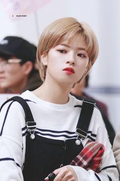 Kpop Girl Groups, Korean Girl Groups, Kpop Girls, Twice Jungyeon, Twice Kpop, Suwon, Short Hair Cuts, Short Hair Styles, Kpop Hair