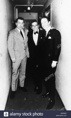 crime-krays-ronnie-with-tony-bennet-centre-B4R3W3.jpg (845×1390)
