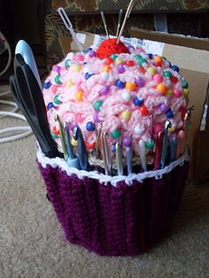 Cupcake crochet hook or pen holder & candle cover for your hooks or pens.... FREE CROCHET PATTERNS  ** 9384.pdf - candle cover for pens, pencils, or hooks  ** Cupcake_hook_pen_holder ...pdf (2 of them one with photos)**