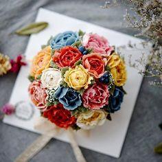 . 2017 설날에 만난 선물 뒤늦은 후기 행복을 선물하는 앙금플라워떡케이크 원데이클래스 . 위드블라썸 & 텐바이텐 Wild Peony Bouquet . . 알록달록~ 화려하게, 화사하게✨ 처음엔 못할것 같아요~ 하셨지만..  도움없이 척척! 멋진 작약을 피워주셨지요~ . . . . #위드블라썸 #텐바이텐 #앙금쿠키 #장미 #장미앙금쿠키 #앙금플라워쿠키 #앙금플라워떡케이크 #앙금플라워 #앙금플라워클래스 #앙금플라워떡케익 #앙금플라워원데이클래스 #꽃스타그램 #광명앙금플라워 #구로앙금플라워 #시흥앙금플라워 #관악앙금플라워 #안양앙금플라워 #플라워케이크 #생일선물 #꽃주부 #flowercake #cupcake #설 #설선물#flowerstagram #cakedesign #flower #koreanfood #flowercookies