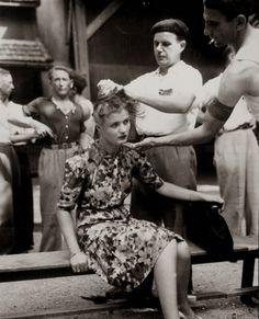 Mulher francesa com a cabeça sendo raspada por traição. Pena comum a mulheres que se relacionam sexualmente com inimigos.
