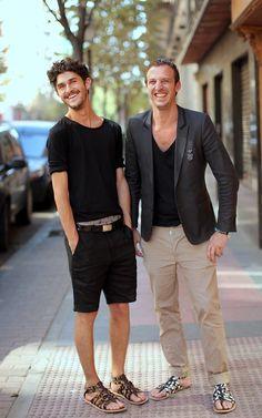 Friends (3) | oalfaiatelisboeta | Flickr Mode Masculine, Boy Fashion, Mens Fashion, Pretty Sandals, Abercrombie Men, Summer Fashion Trends, Fashion Ideas, Men Design, Men's Grooming