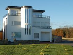 Luxury Art Deco house with stunnng sea views! Directly opposite The Haven beach. The Guardian 50 Best UK Cottages Summer - 2 The Haven has curves i. Bauhaus, Amazing Architecture, Architecture Details, Architecture Design, Art Nouveau, Streamline Moderne, Art Deco Buildings, Art Deco Home, Building Art