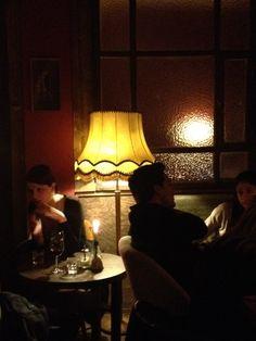 Wohnzimmer Bar Lese Caf Fr Entspannte Stunden Mit Buch Oder Freunden BerlinOrBook