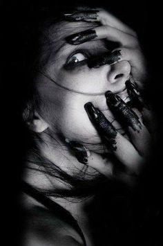 Photography Girl Dark Scary 48 Trendy Ideas - How to Take a Photo What are the T. Creepy Photography, Dark Art Photography, Horror Photography, Black And White Photography, Portrait Photography, Photography Terms, Halloween Photography, Emotional Photography, Flash Photography