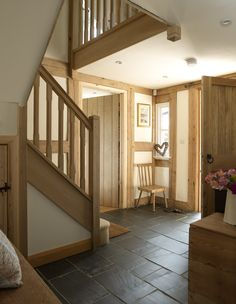 entrance hallway, large oak front door and oak staircase. i would add glass roof/skylight above staircase to flood it with light Style At Home, Cottage Shabby Chic, Border Oak, Oak Framed Buildings, Modern Buildings, Oak Front Door, Oak Frame House, Cottage Interiors, Staircase Design