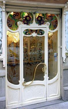 Art Nouveau Drugstore Porta de entrada em Villarroel 053 b, Sant Antoni, Barcelona, Espanha?  Foto por Arnim Schulz -Mlle por Janny Dangerous