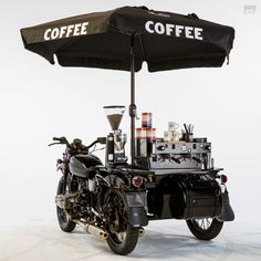 Vintage Motorcycles More café than racer: The Ural sidecar with a built-in espresso machine - Because motorcycles and coffee go together like eggs and bacon. Food Cart Design, Food Truck Design, Coffee Machine, Espresso Machine, Mobile Coffee Shop, Mobile Food Cart, Bike Food, Coffee Games, Side Car