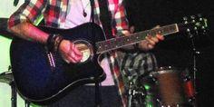 PERUGIA: SMARRITA CHITARRA ACUSTICA BLU IN CUSTODIA NERA http://www.terzobinarionetwork.com/2015/12/perugia-smarrita-chitarra-acustica-blu.html