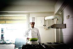 Kokeille on aina kysyntää. Keittiössä Nasir Ullah.