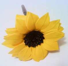 Sunflower duck tape flower pen. Duct Tape Projects, Duck Tape Crafts, Flower Crafts, Diy Flowers, Paper Flowers, Diy Arts And Crafts, Crafts For Teens, Diy Crafts, Pen Toppers