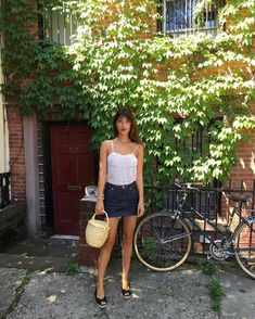 Jeanne Damas is the epitome of cool French girl style. The Paris native has achieved an unmatched influence over the French fashion scene. Fashion Mode, All Fashion, French Fashion, Fashion Brands, Fashion Looks, London Fashion, French Girl Style, French Girls, French Chic