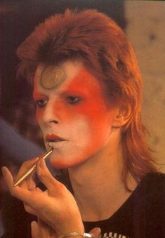 David Bowie as Ziggy Stardust Bowie Ziggy Stardust, David Bowie Ziggy, Lady Stardust, David Bowie Art, Elba, Glam Rock, David Bowie Makeup, Mode Disco, Mullet Hairstyle