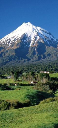 Mount Taranaki (Mount Egmont) in Taranaki, North Island, New Zealand