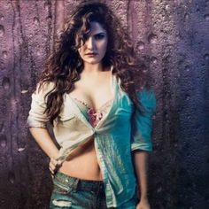 Zarine Khan is an Indian actress and model who appears in Hindi, Punjabi, and Tamil films. Today, we collected Zarine Khan's hot and beautiful HD photos. Bollywood Actress Hot Photos, Beautiful Bollywood Actress, Most Beautiful Indian Actress, Bollywood Celebrities, Beautiful Actresses, Beautiful Ladies, Bollywood Girls, Indian Celebrities, Stylish Girls Photos