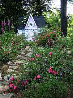 Beautiful cottage and garden.  I want to live here.