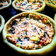 Com o jeitinho mineiro de cozinhar, essa é a melhor empada que tem! ⛱✌️ Entregamos nossos produtos em São Miguel do Gostoso - RN Encomendas/pronta entrega pelo telefone/whatsapp: 031 98336757 - Juju ⛱Email: quitandamineira@gmail.com Facebook.com/damineira Instagram.com/damineira Pinterest.com/damineira   #damineira #empadadamineira #empada #quitandamineira #gastronomiamineira #saomigueldogostoso #riograndedonorte #quitanda #culinariamineira #artesanal #organic