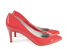 Pump in red patent with mid heel and natural leather sole. Spring-summer 2015 collection, made in Spain by Pedro Garcia Rope Sandals, Court Shoes, Spring Summer 2015, Natural Leather, Kitten Heels, Peep Toe, Footwear, Pumps, Tenerife
