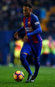Neymar Jr. of FC Barcelona runs with the ball during the La Liga match between Villarreal CF and FC Barcelona at Estadio de la Ceramica stadium on January 8, 2017 in Villarreal, Spain.