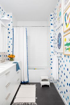 This Chic New York City Loft Conversion Is What Dreams Are Made Of Tour this fascinating loft conversion by Chango & Co., featuring transitional loft living for a family in the Dumbo neighborhood of New York. Family Bathroom, Bathroom Kids, Kids Bath, Small Bathroom, Little Boy Bathroom, Kid Bathrooms, Coastal Bathrooms, Childrens Bathroom, Co Design