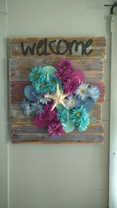 Check out this item in my Etsy shop https://www.etsy.com/listing/292687021/flip-flop-wreath-reclaimed-wood-pallet