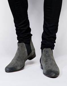 """$"" Chelsea Boots in Suede: 540 ,-  http://www.asos.com/ASOS/ASOS-Chelsea-Boots-in-Suede/Prod/pgeproduct.aspx?iid=5021130&cid=4209&Rf989=5023&sh=0&pge=3&pgesize=36&sort=-1&clr=Grey&totalstyles=139&gridsize=3"