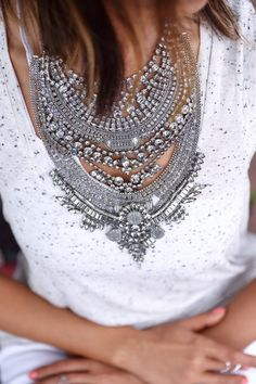 LoLoBu is the perfect place to find all of the inspiration you need to rock a great statement necklace. Madame, Statement Jewelry, Dress To Impress, Body, Style Me, Womens Fashion, Fashion Trends, Fashion Accessories, Style Inspiration