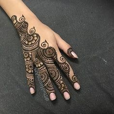 Henna Tattoo Hand, Hand Mehndi, Henna Tattoo Designs, Finger Henna Designs, Mehndi Designs For Fingers, Henna Tattoos, Mandala Tattoo, Paisley Tattoos, Henna Mandala