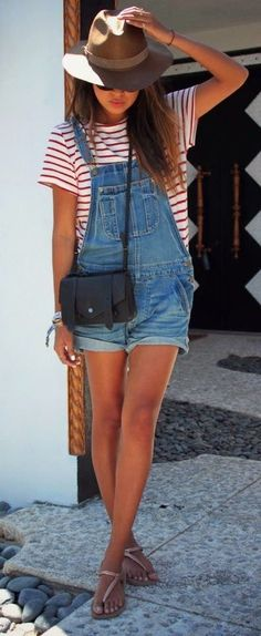 Casual outfits - Red stripes top - Brown hat - Denim overalls - Women - Look - F . Casual outfits – Red stripes top – Brown hat – Denim overalls – Women – Look – Fashion Salopette Short, Salopette Jeans, Look Fashion, Teen Fashion, Womens Fashion, Fashion Trends, Fashion Ideas, Fall Fashion, Ladies Fashion