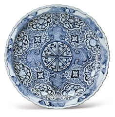 A Rare Molded Blue and White Barbed Rim Dish, Yuan Dynasty, Century - Photo de China - Yuan dynasty - Alain. Blue And White China, New Blue, Ceramic Pottery, Ceramic Art, Slab Pottery, Ceramic Bowls, Chinese Ceramics, Wave Pattern, 14th Century