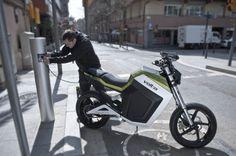 que necesitas saber antes de comprar moto electrica punto recarga