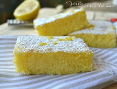 Brownies al limone ricetta facile e veloce, facili, veloci e sofficissimi, si sciolgono in bocca, dolci e profumati al limone sono una vera bontà Italian Desserts, Mini Desserts, Sweets Recipes, Cake Recipes, Happiness Recipe, Torte Cake, Sweet Cakes, Sweet And Salty, Love Food