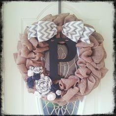 DIY Burlap Wreath #fall #burlap #chevron #burlapflowers
