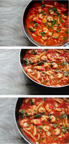 Shrimps and calamari in garlicky tomato sauce. Need I say more? Well I don't, but I will: beyond delicious, quick and easy, healthy paleo and gluten-free dinner option that has many health and beauty benefits.