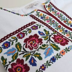 Cross Stitch Floss, Cross Stitch Borders, Christmas Art, Christmas Decorations, Palestinian Embroidery, Hand Embroidery Designs, Modern Outfits, Weaving, Diy Crafts