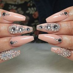 I am a huge fan of this mani by @kristinascustomnails