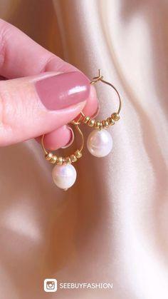 Handmade pearl earrings, Fall jewelry trends 2020, Big pearl earrings, Beaded earrings, Pendientes #schmuckdesign Fall Jewelry, Cute Jewelry, Diy Jewelry With Beads, Hippie Jewelry, Etsy Jewelry, Jewelry Crafts, Jewelry Box, Handmade Wire Jewelry, Earrings Handmade